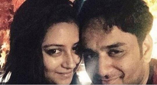 Pratyusha Banerjee và Vikas Gupta