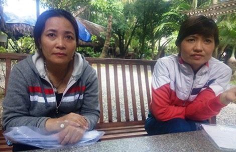 Bà Nguyệt (trái) cho biết đã chi hơn trăm triệu đồng nhưng tiệm thuốc Tây của bà vẫn bị phạt và bị đóng cửa. Ảnh: TIẾN DŨNG
