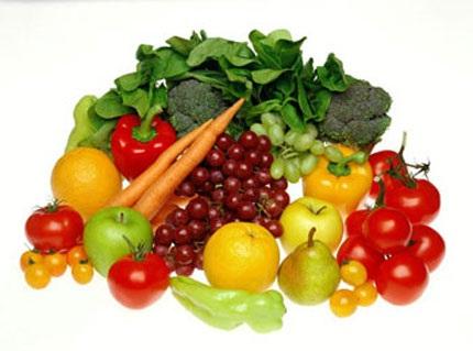 Người bệnh táo bón nên ăn nhiều rau củ quả, uống nhiều nước,....