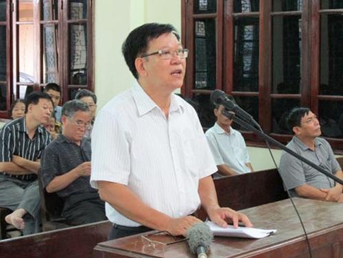 Ông Lương Ngọc Phi trình bày tại phiên tòa ngày 10-8. Ảnh: Dân Việt