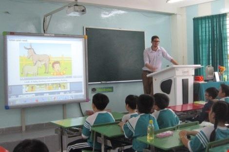 Một giờ học tiếng Anh với giáo viên nước ngoài tại Trường Tiểu học Nguyễn Văn Trỗi, quận 4, TP.HCM.