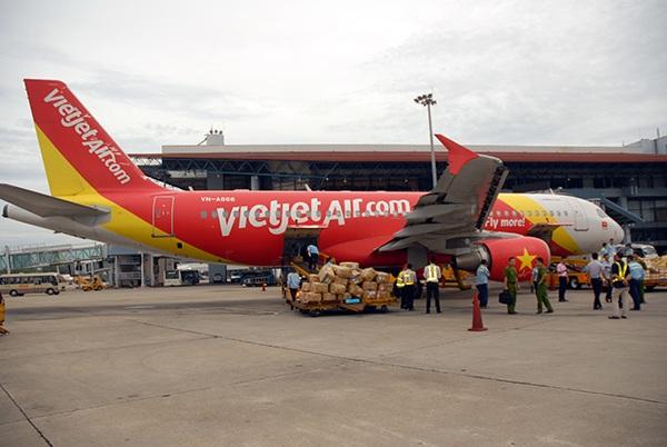 Hành khách sơ hở, nhân viên sân bay móc trộm hành lý - 1