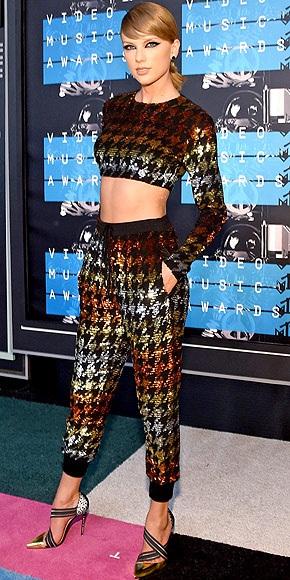 """Những """"sao"""" mặc đẹp nhất trên thảm đỏ VMA - 1"""