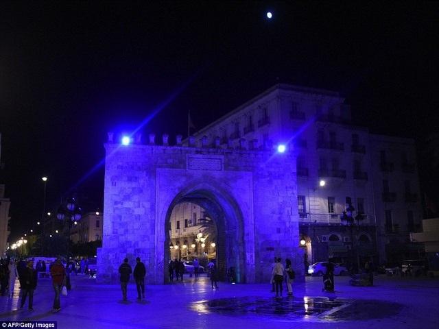 Cổng vòm Bab el-Bhar, Tunisia.