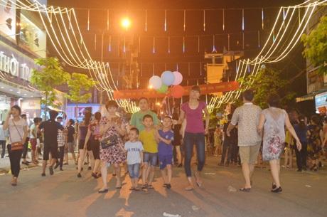 Khai trương phố đi bộ đầu tiên tại Móng Cái - 11