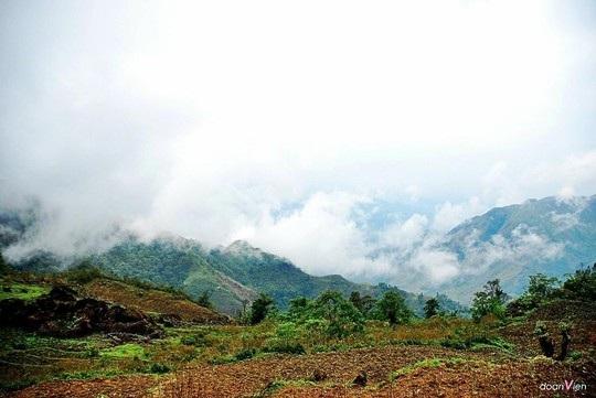 Mây quấn núi trên Tả Ngảo