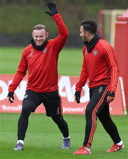 Rooney đã trở lại tập luyện, anh khởi động cùng Depay