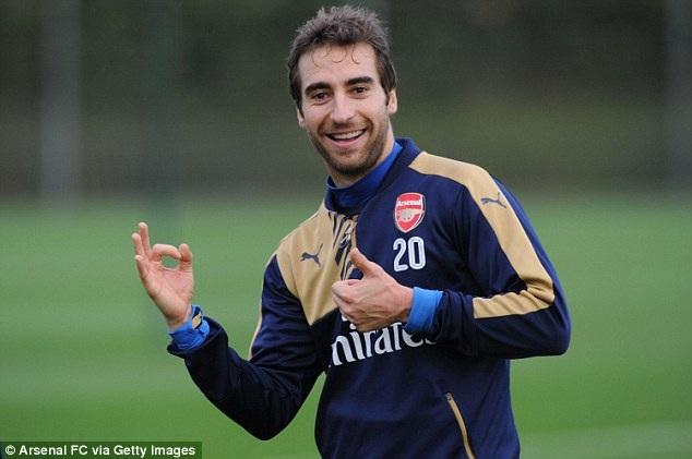 Flamini tươi cười trên sân tập. Cầu thủ người Pháp chắc chắn được Wenger trọng dụng trong thời gian tới khi mà Arsenal bị khủng hoảng tuyến giữa. Coquelin, Arteta, Cazorla, Rosicky đều đang phải nghĩ dưỡng thương