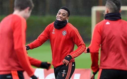 Martial từng phải chống nạng rời sân sau trận giao hữu với tuyển Anh đầu tuần trước, anh cũng không thể tham dự trận gặp Watford. Nhưng giờ Martial đã trở lại