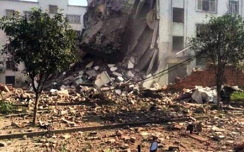 Một tòa nhà bị phá hủy tại Liễu Châu sau vụ nổ ngày 30/9/ (Ảnh: SCMP)