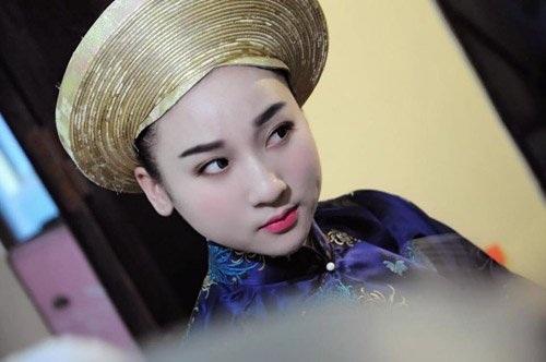 Khuôn mặt xinh đẹp và phúc hậu của cô đồng Hà thành chiếm được cảm tình của nhiều người