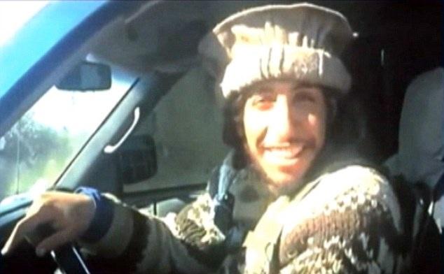 Hasna Aitboulahcen, được cho là một người họ hàng của tên Abdelhamid Abaaoud, chủ mưu các vụ tấn công khủng bố đẫm máu tại Paris (Ảnh: DM)