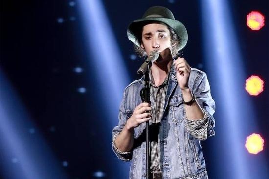 Taylor John Williams biểu diễn trong đêm chung kết The Voice 2015.
