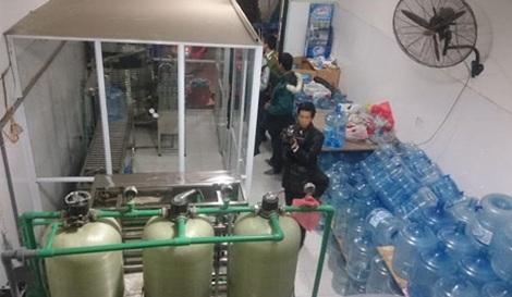 Phát hiện cả một công ty sản xuất nước khoáng Lavie giả ở Hà Nội - 2