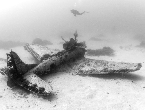 Cận cảnh nghĩa địa máy bay dưới đáy Thái Bình Dương - 13