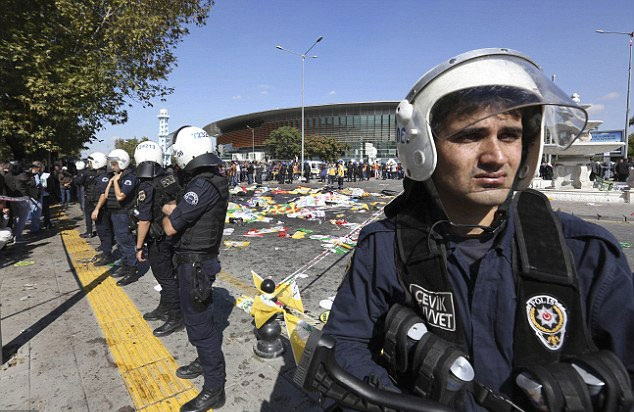 Cảnh sát phong tỏa hiện trường vụ tấn công (Ảnh: AP)
