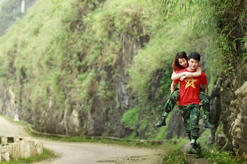 Ngọc Châm cho hay, xuất phát từ ý tưởng ban đầu vừa đi phượt và chụp ảnh nên cả ê kíp quyết định việc di chuyển từ Hà Nội lên Hà Giang hoàn toàn bằng xe máy.
