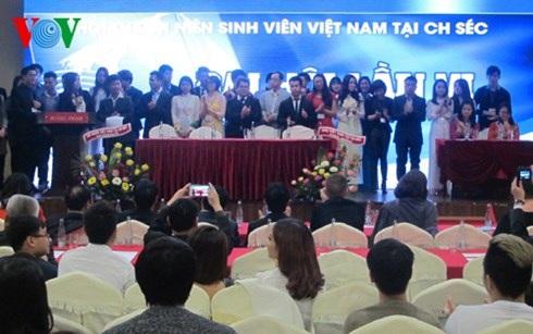 Ban chấp hành 33 người ra mắt trước đại hội.