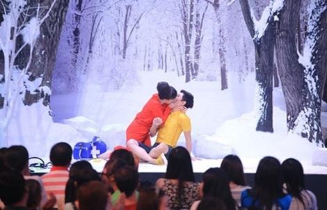 Sau Trấn Thành, Trường Giang, Việt Hương cũng cưỡng hôn.