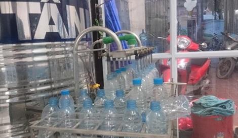 Dây chuyền sản xuất nước khoáng thiên nhiên Lavie giả.