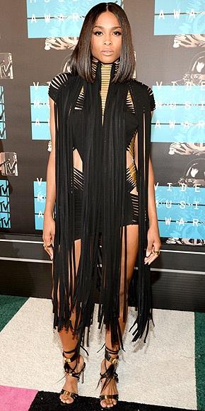 """Những """"sao"""" mặc đẹp nhất trên thảm đỏ VMA - 19"""