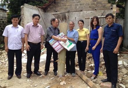 Báo Dân trí trao 150 suất quà ủng hộ đồng bào bị lũ lụt tại Quảng Ninh - 1