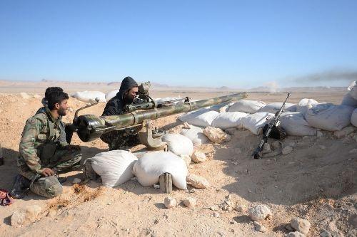 Binh sĩ Syria chiến đấu trên đống đổ nát Palmyra - 4