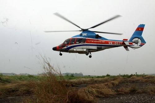 Tổ bay cất cánh, điều khiển trực thăng hướng về Bệnh viện TWQĐ 108.