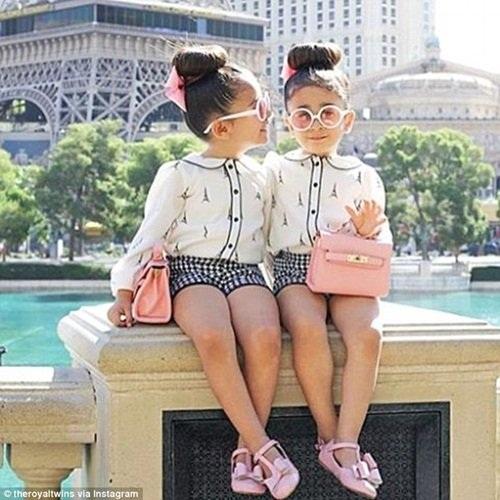 Cặp đôi này được gọi là The Royal Twins - Cặp sinh đôi hoàng gia trên Instagram.