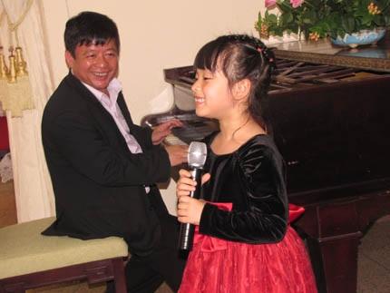 Hồng Khanh tập hát cùng bố là nhạc sỹ Đỗ Hồng Quân