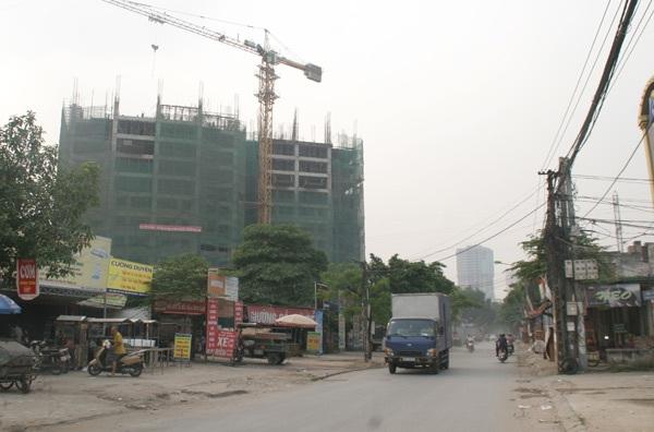 Số lượng mỗi dự án lên tới hàng trăm căn hộ, kéo theo một lượng phương tiện lớn tại đây