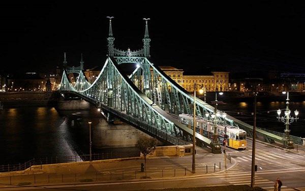 """Những cây cầu khiến người xem """"sửng sốt"""" nhất trên thế giới - 7"""