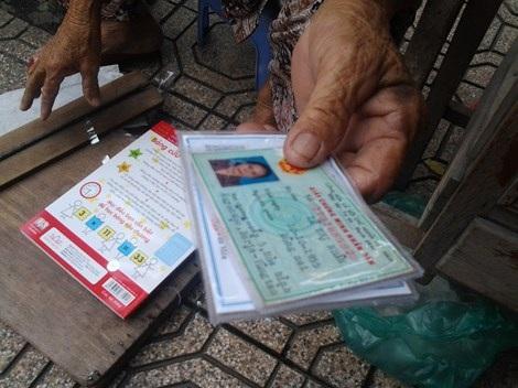 Bà Ba nhận ép tất các loại giấy tờ từ chứng minh nhân dân, bằng lái xe...