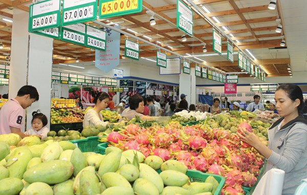 Chỉ một số ít trái cây nội may mắn được vào siêu thị