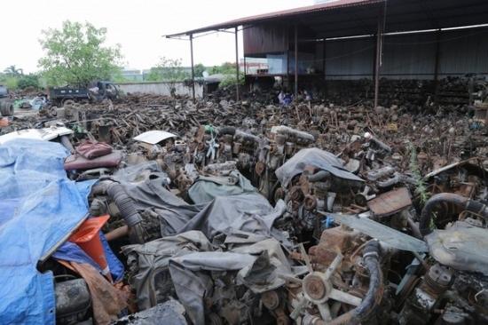 Bãi phụ tùng, linh kiện ô tô rộng mênh mông của gia đình ông Nguyễn Văn Phong nay đã có giá trị lên đến cả chục tỷ đồng