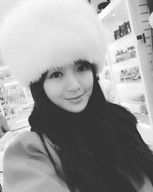 Cận cảnh khuôn mặt xinh đẹp của hot girl MU