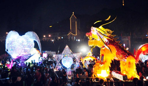 Quang cảnh lễ hội trăng rằm năm 2014 ở vùng du lịch Sa pa.