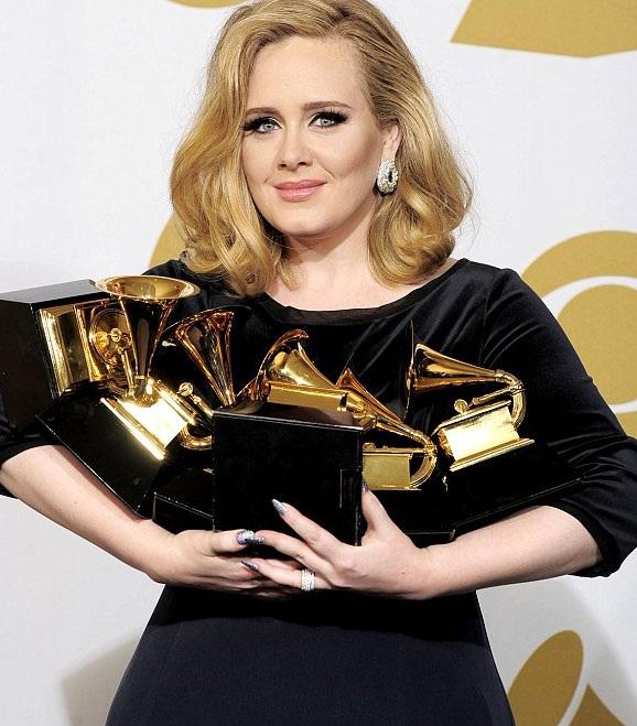 Adele tếp tục thành công vang dội với album 25 khi sản phẩm âm nhạc này tiếp tục phá vỡ những kỷ lục trong ngành công nghiệp âm nhạc Anh.