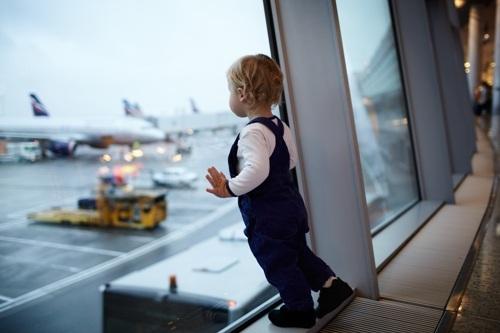 Những lưu ý khi đi cùng trẻ nhỏ tại sân bay - 1