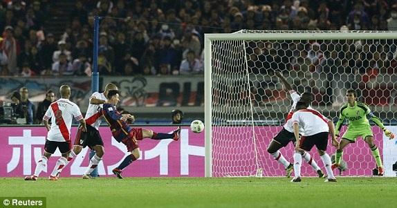 Messi có pha xử lý bóng đẳng cấp...