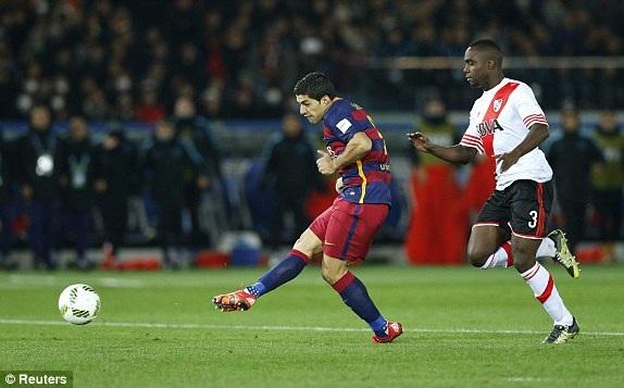 Luis Suarez nâng tỷ số lên 2-0 cho Barcelona