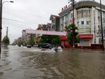 """Thêm các thành phố chìm trong """"biển nước"""" vì đợt mưa lũ - 14"""