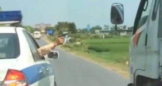 Tạm đình chỉ Đại úy CSGT nổ súng khống chế xe tải bỏ chạy - 1