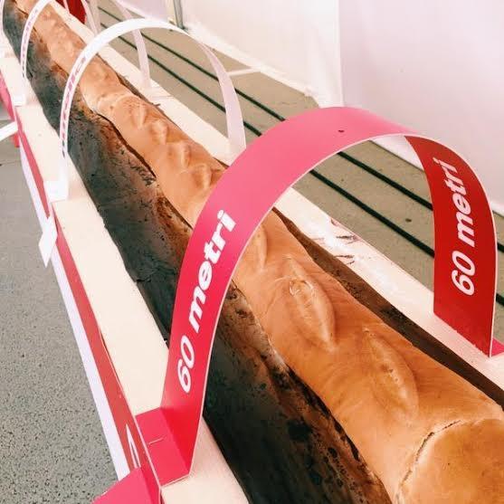 Bánh mỳ dài cả trăm mét nhận kỷ lục thế giới - 2