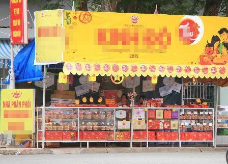 Tiệm bánh của chị Hương trên ở góc đường Đại lộ hòa bình vắng bóng người mua