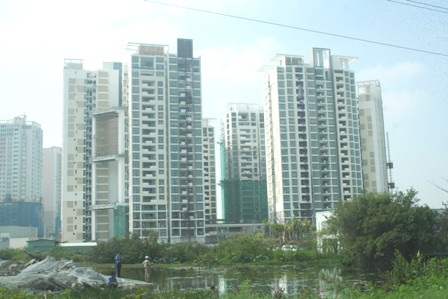 Hơn 10 ngân hàng không được bảo lãnh dự án bất động sản - 1