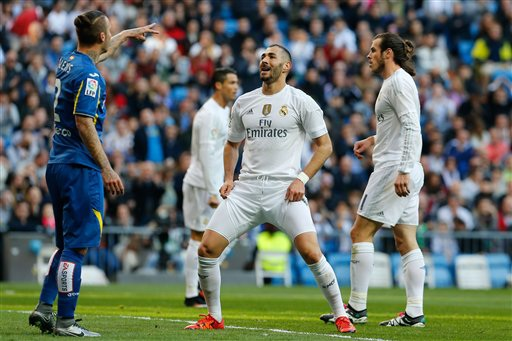Benzema tỏa sáng với cú đúp ở đầu trận
