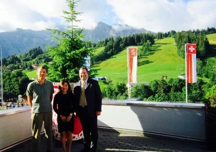 Đại diện Cầu Xanh trong chuyến thăm Thụy Sĩ thường niên và làm việc tại HTMi, ảnh chụp cùng Giám đốc phụ trách học tập của trường