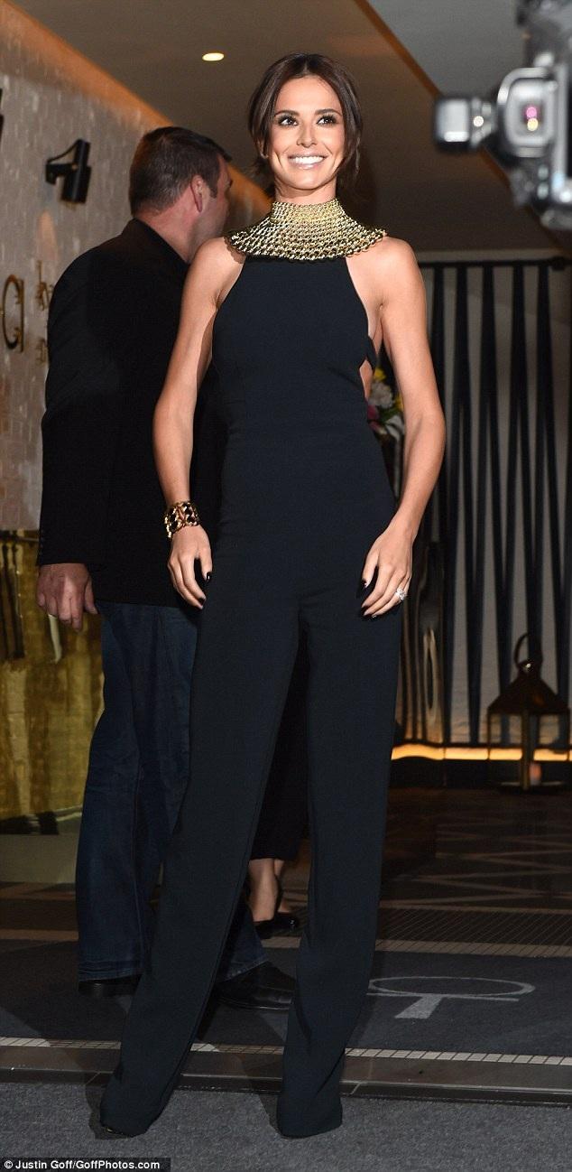 Cheryl Cole lộ dáng siêu mỏng - 1
