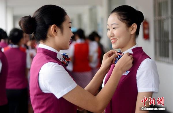 Đơn giản bởi trở thành tiếp viên hàng không vẫn là nghề trong mơ với nhiều bạn trẻ Trung Quốc.